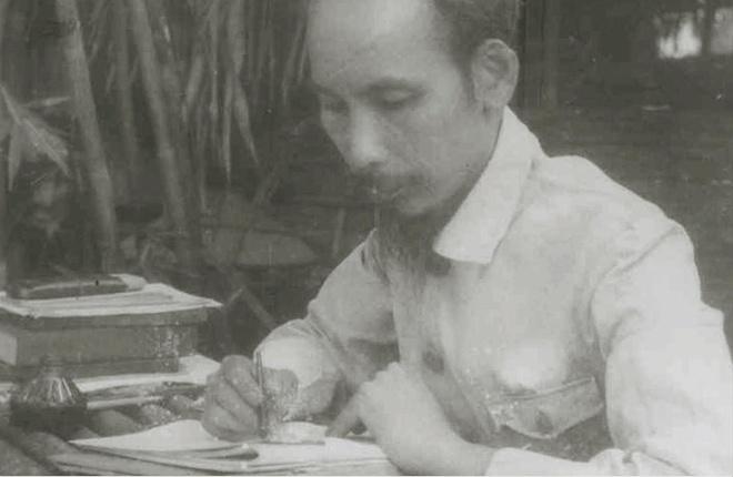 Trung bay thu Chu tich Ho Chi Minh gui Tong thong My Truman hinh anh 3