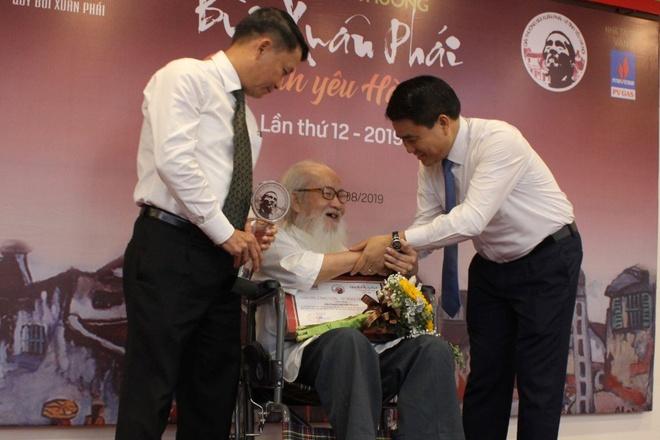 PGS Nguyen Thua Hy gianh giai thuong Vi tinh yeu Ha Noi hinh anh 1