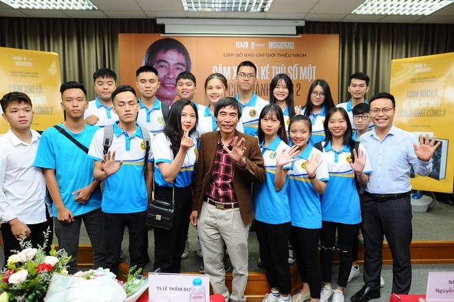 MC Van Hugo: 'Toi la fan cua TS Le Tham Duong' hinh anh 3