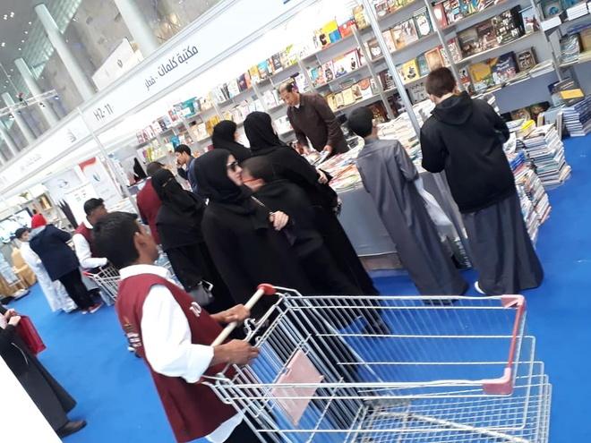 Hoi sach o Qatar: Day xe di mua sach nhu vao sieu thi mua hang hinh anh 2 Hoi_sach_Quoc_te_Doha_6.jpg