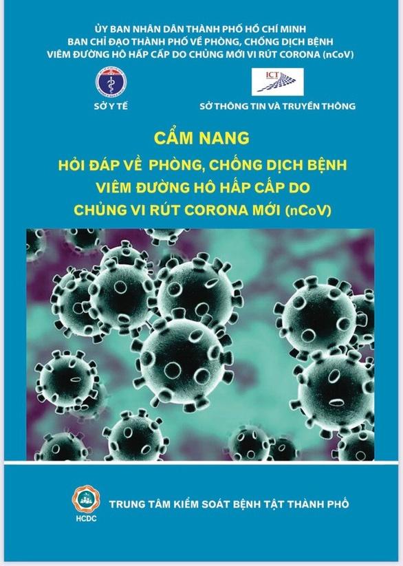 TP.HCM phat tan nha dan 5 trieu cam nang phong chong virus corona hinh anh 1 tp_hcm_phat_5_4_trieu_cam_nang_ve_benh_do_virus_corona_den_dan_296407.jpg