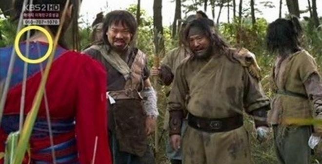 Loi trang phuc ngo ngan trong phim Han hinh anh 9
