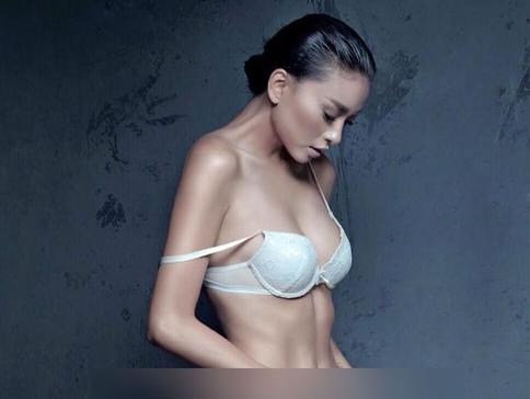 Ngo Thanh Van bat ngo khi bi lo anh ban nude hinh anh