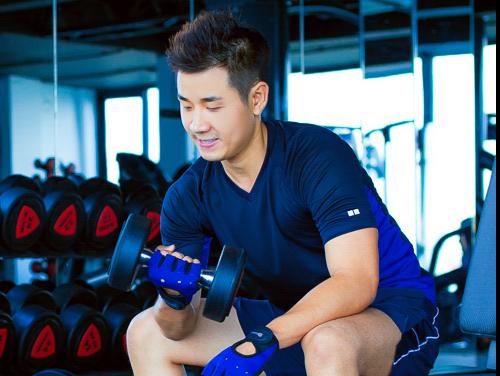 Nguyen Khang tich cuc tap gym de lam MC 'Khong gioi han' hinh anh