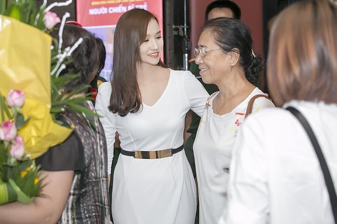 La Thanh Huyen lan dau gioi thieu bo me chong hinh anh 4