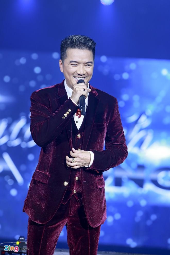 Dam Vinh Hung an can lau nuoc mat cho Ha Ho tren san khau hinh anh 2