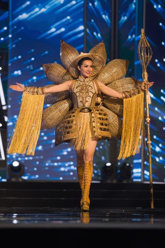 Vay non la khong lo la trang phuc dan toc Viet Nam tai Miss Universe hinh anh 3