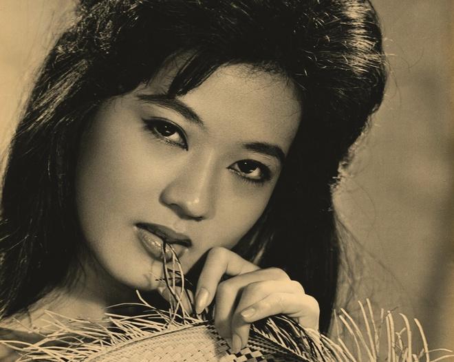Thanh Nga, Tham Thuy Hang goi cam qua tay may Vien Kinh hinh anh