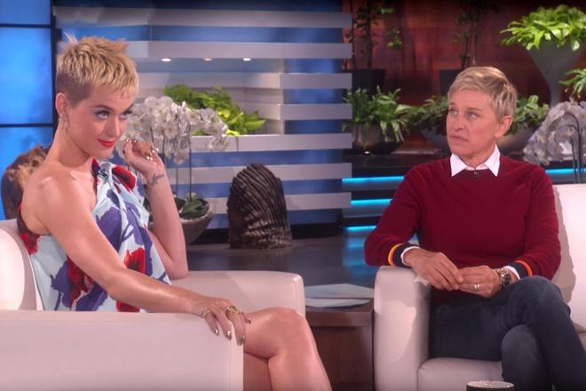Danh hai dong tinh bi chi trich vi buc anh nhin nguc Katy Perry hinh anh 2