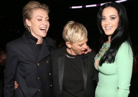 Danh hai dong tinh bi chi trich vi buc anh nhin nguc Katy Perry hinh anh