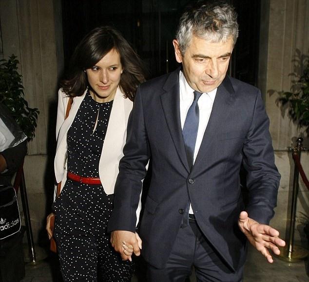 'Mr Bean' sap co con o tuoi 62 voi ban gai 33 tuoi hinh anh 1