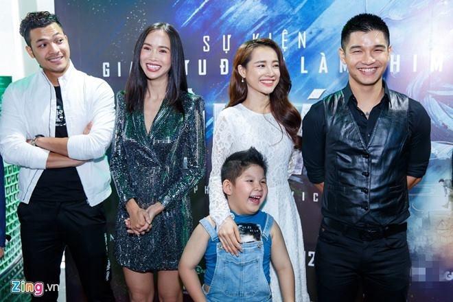 'Loi Bao': Victor Vu lam phim gia dinh hay hon nho cuoi Dinh Ngoc Diep hinh anh 2