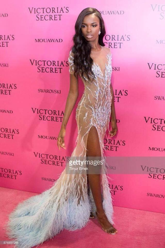 Nguoi mau Victoria's Secret mac dam da hoi cua Le Thanh Hoa hinh anh 1