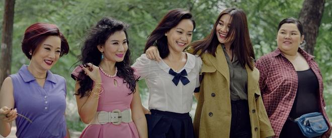 Thanh Hang bi mang 'vua gia vua dien' trong teaser 'Thang nam ruc ro' hinh anh 2