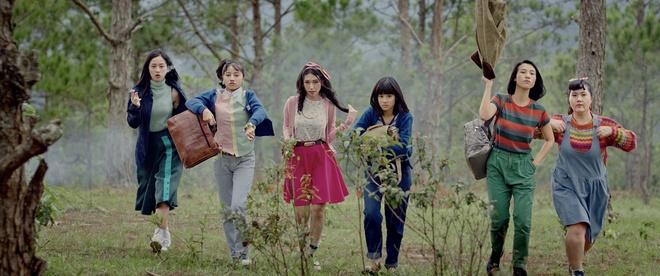 Thanh Hang bi mang 'vua gia vua dien' trong teaser 'Thang nam ruc ro' hinh anh 1