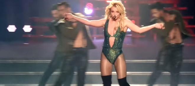 Britney Spears bieu dien 'Work Bitch' tai Las Vegas nam 2017 hinh anh