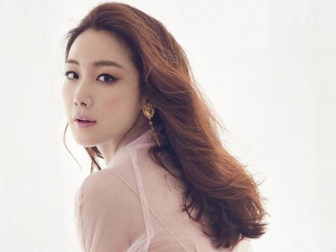Choi Ji Woo: Sieu sao Hallyu giau su, binh di song, lang le lay chong hinh anh