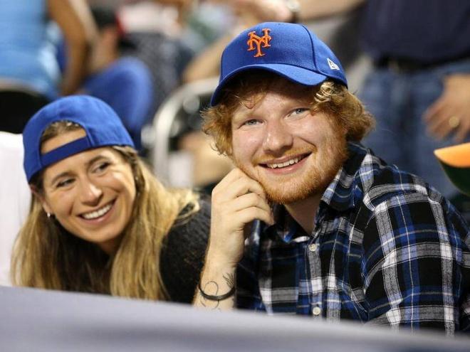 Ed Sheeran dinh hon voi co ban gian di quen tu nam 11 tuoi hinh anh