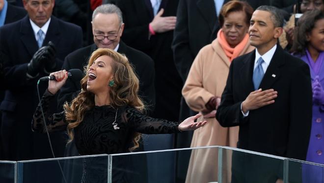 Pink hat live quoc ca My xuat sac khi Beyonce tung phai hat nhep hinh anh 3