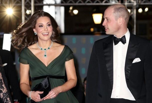 Len an mau vay Kate Middleton, phong trao chong lam dung dan cuc doan? hinh anh