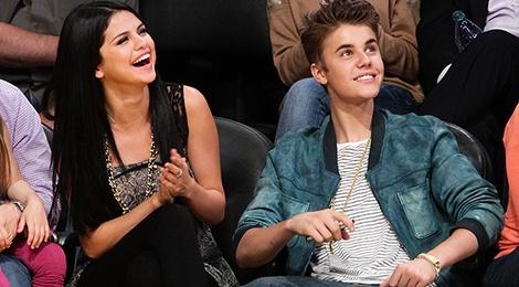 Justin Bieber 24 tuoi: Co ca the gioi va tinh yeu cua Selena Gomez hinh anh