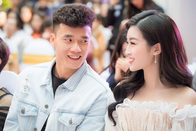 Hoa hau Do My Linh va Bui Tien Dung thu hut chu y o su kien hinh anh