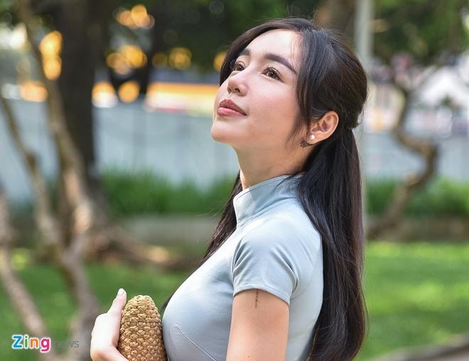 Elly Tran tu tin ke lai qua khu lam 'hot girl nguc khung' trong '1987' hinh anh