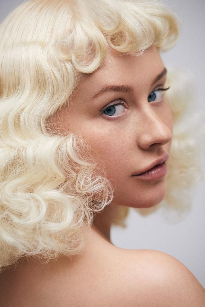 Christina Aguilera tu tin voi mat tan nhang tren tap chi hinh anh 3