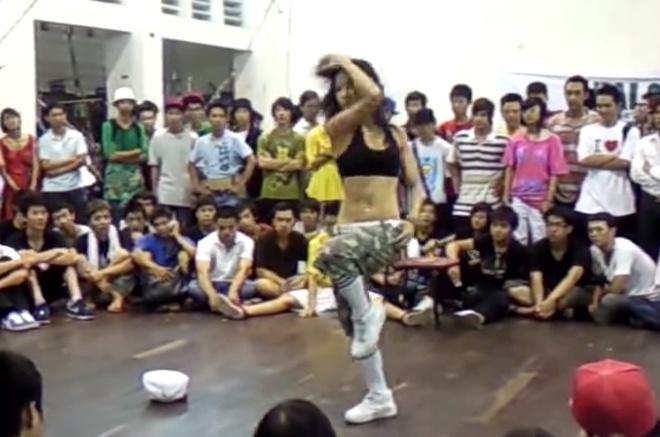 Diep Lam Anh khoe body nong bong thoi nhay hiphop trong nhom Big Toe hinh anh