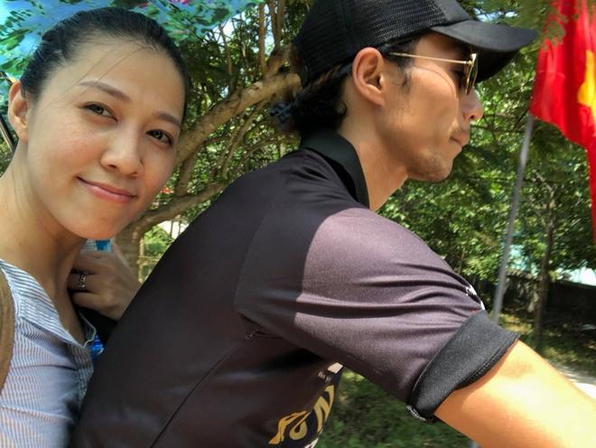 Vo chong Pham Anh Khoa di choi giua on ao bi to ga tinh Pham Lich hinh anh