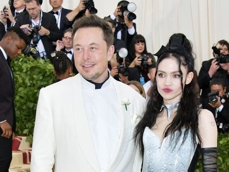 Ty phu Elon Musk cong khai ban gai moi kem 16 tuoi tai Met Gala hinh anh