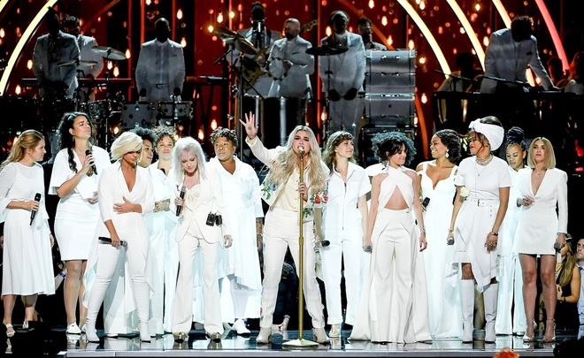 Kesha nhan tin cho Lady Gaga, tiet lo Katy Perry tung bi cuong hiep? hinh anh 3