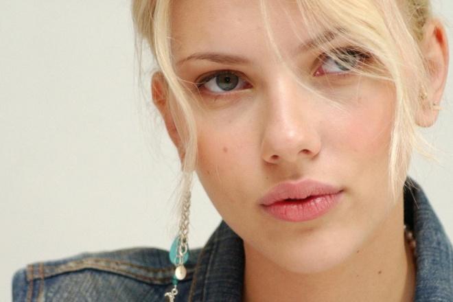 Scarlett Johansson thach thuc du luan khi dong vai dan ong chuyen gioi hinh anh