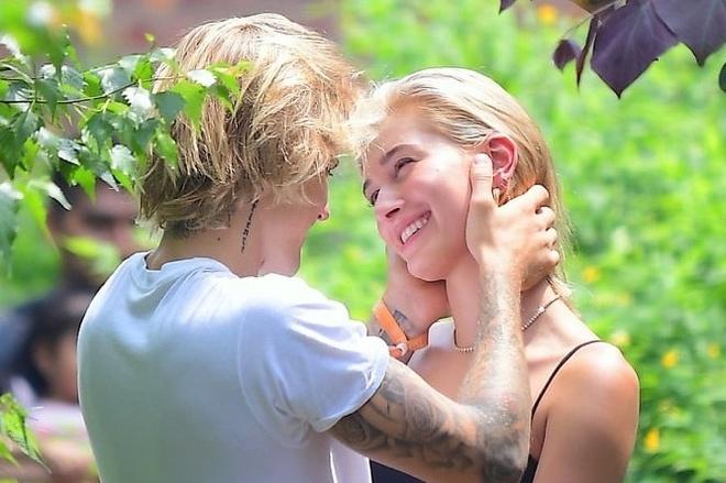 Von ven 1 thang yeu cua Justin Bieber va Hailey Baldwin truoc dinh hon hinh anh