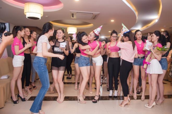 Nguoi dep Hoa hau Viet Nam 2018 vong tay cham ron khoe eo thon hinh anh 13
