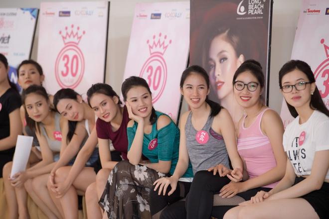 Nguoi dep Hoa hau Viet Nam 2018 vong tay cham ron khoe eo thon hinh anh 12