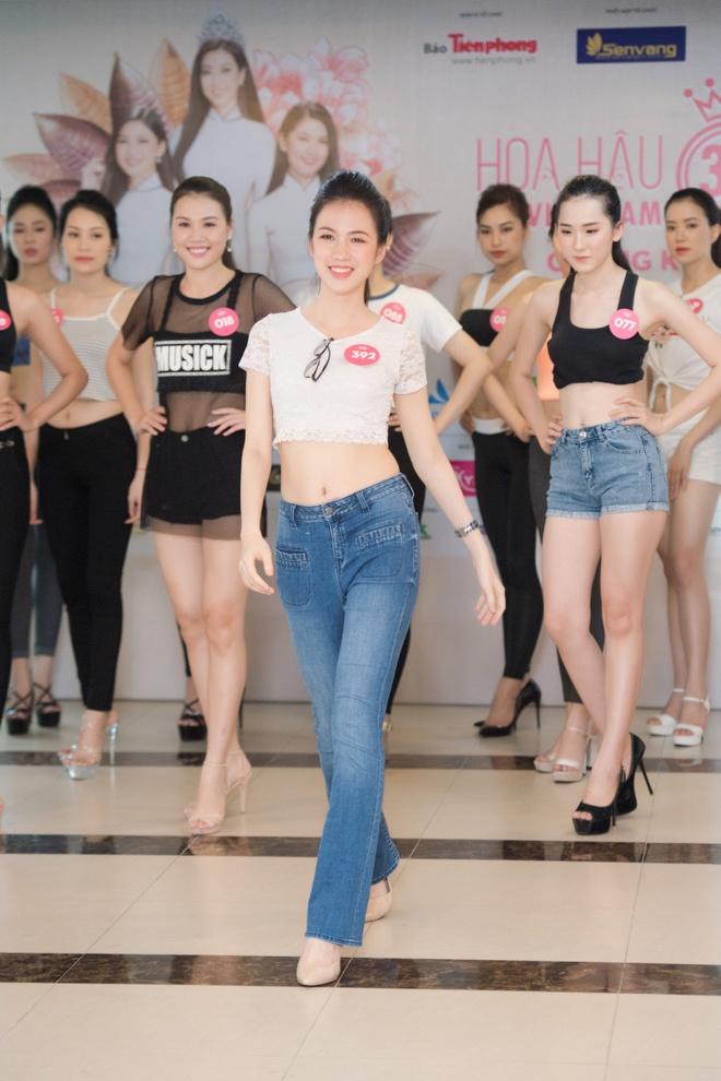 Nguoi dep Hoa hau Viet Nam 2018 vong tay cham ron khoe eo thon hinh anh 8