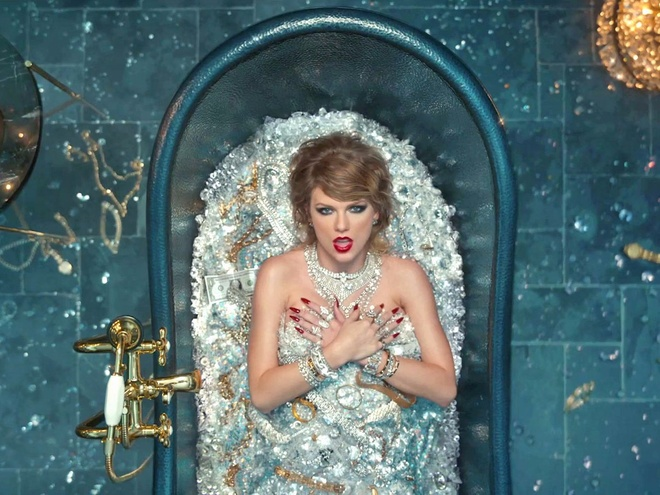 Fan Taylor Swift tuc vi MV cong kich ke thu truot de cu Video cua nam hinh anh