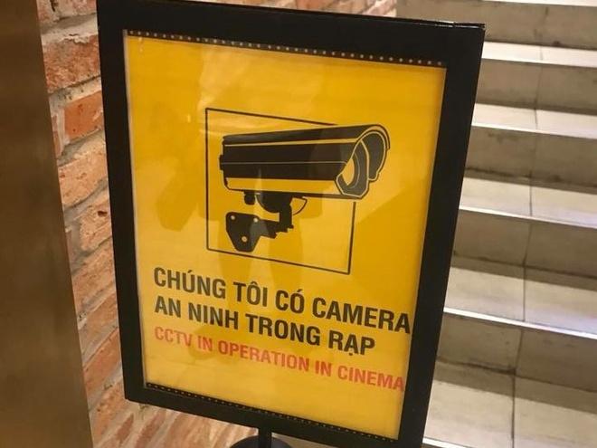 CGV dat bien bao co camera trong rap sau vu anh nong tren ghe sweetbox hinh anh