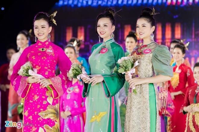 Ao dai cung dinh ruc ro cua thi sinh Hoa hau Viet Nam hinh anh 14