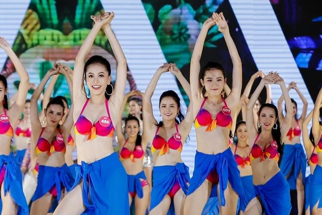 Thi sinh Hoa hau Viet Nam dong dien bikini trong dem Nguoi dep Bien hinh anh