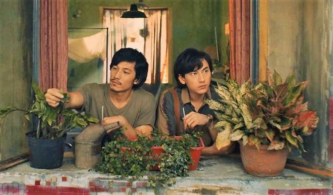 Dao dien 'Song Lang': 'Tai sao yeu nhau cu phai hon hay lam tinh?' hinh anh