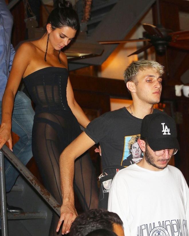 Gu an mac ngay cang khieu khich cua Kendall Jenner hinh anh 4