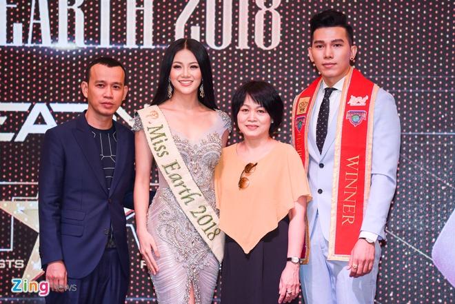 Hoa hau Phuong Khanh khoe nhan sac, khong phu nhan tin don dao keo hinh anh 11