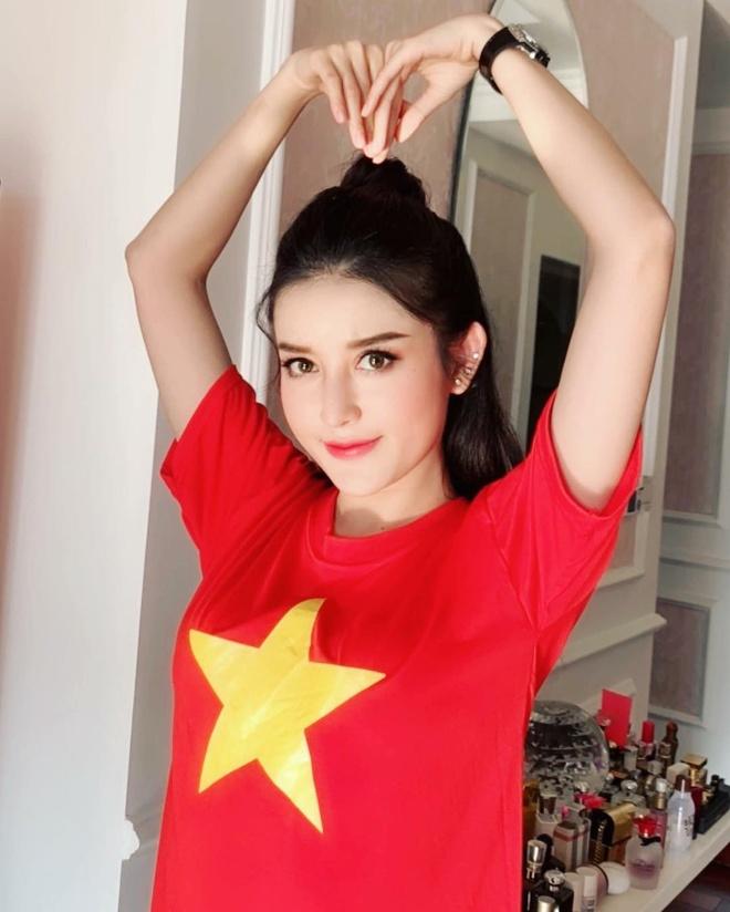 Tieu Vy, H'Hen Nie chuc tuyen Viet Nam thang Philippines o luot ve hinh anh 5