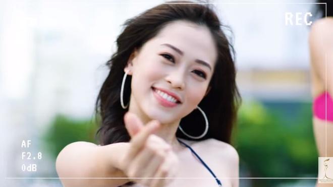 A hau Phuong Nga gioi thieu ban than tai Hoa hau Hoa binh Quoc te 2018 hinh anh