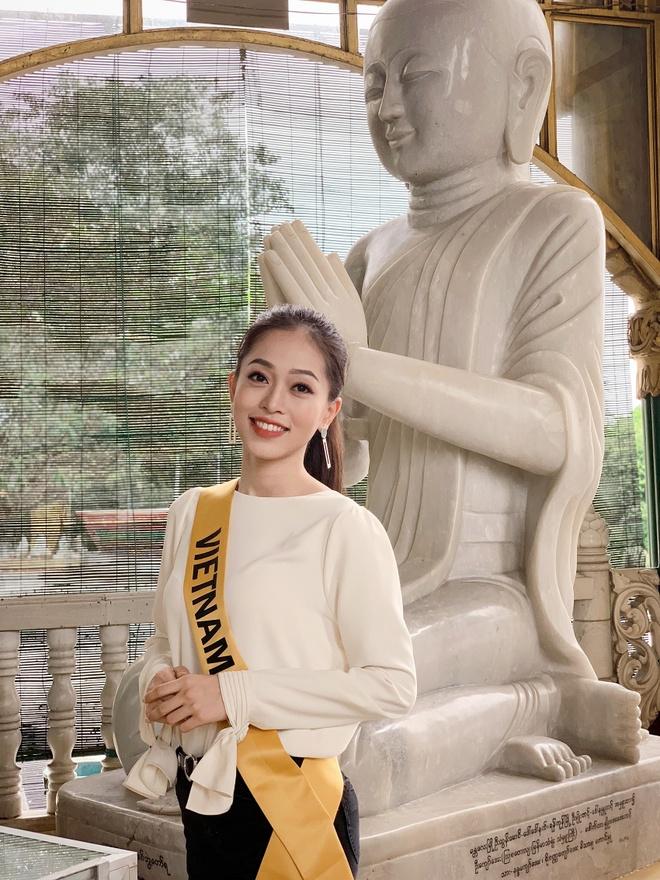 A hau Phuong Nga cong bo trang phuc dan toc tai Hoa hau Hoa binh hinh anh 6