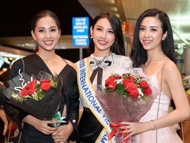 Tieu Vy, Thuy An tien Thuy Tien len duong thi Hoa hau Quoc te 2018 hinh anh