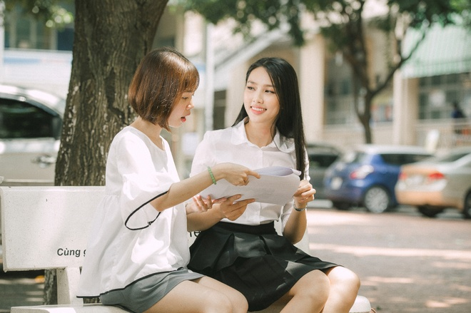 Thuy Tien hat, noi tieng Anh troi chay trong clip thi Hoa hau Quoc te hinh anh 5