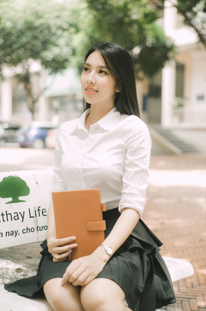 Thuy Tien hat, noi tieng Anh troi chay trong clip thi Hoa hau Quoc te hinh anh 6